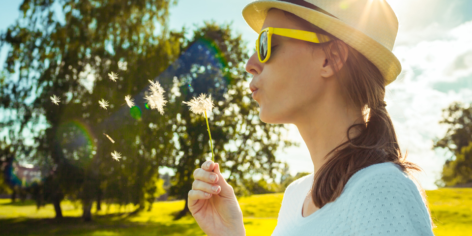 What are some common symptoms of hay fever?